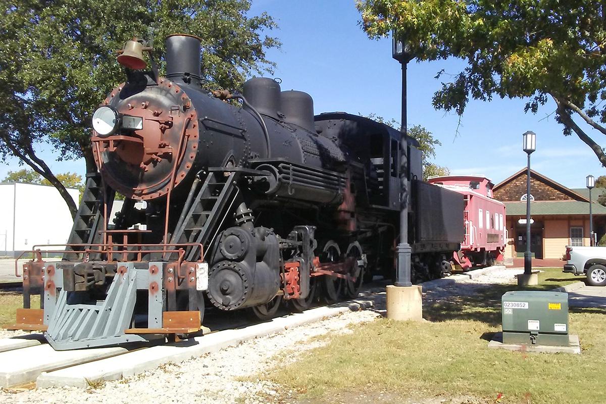 allen tx steam locomotive arrives